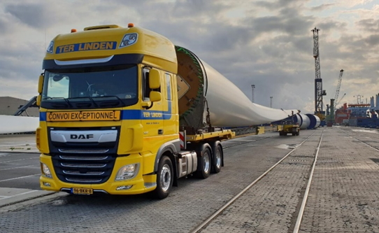 Eerste rotorblad voor Windpark Ospeldijk gearriveerd